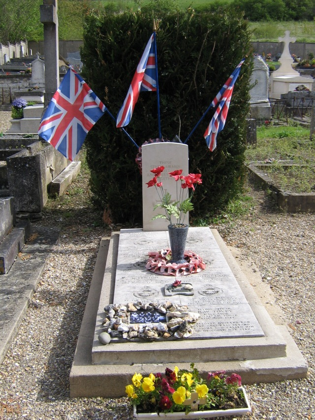 The airmen's grave in Giverny's cemetery.