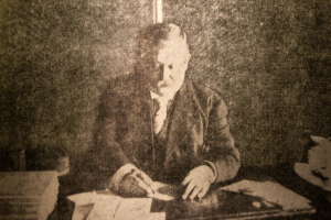 Dyer working on the Compendium - Courtesy Des Moines Register and Leader, 1908.